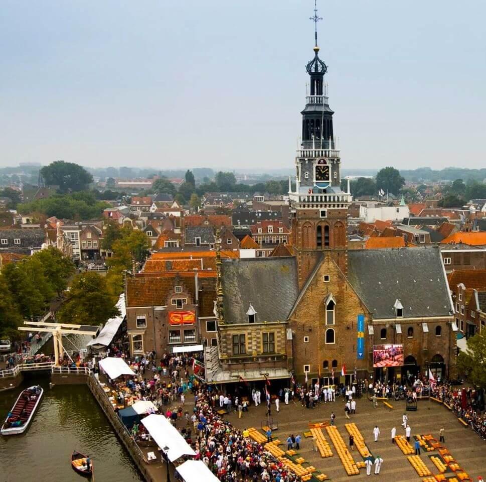 zetten-van-de-kazen-in-alkmaar-kaasmarkt